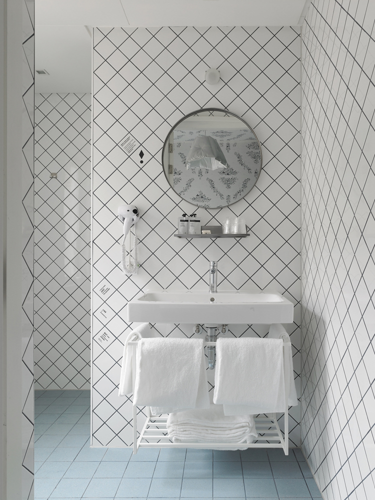 kaboom-hotel-by-roger-haan-maastricht-9