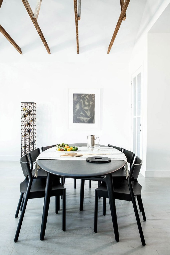 Stackable-dining-table-chairs-offer-a-versatile-decorating-arrangement-inside-the-apartment