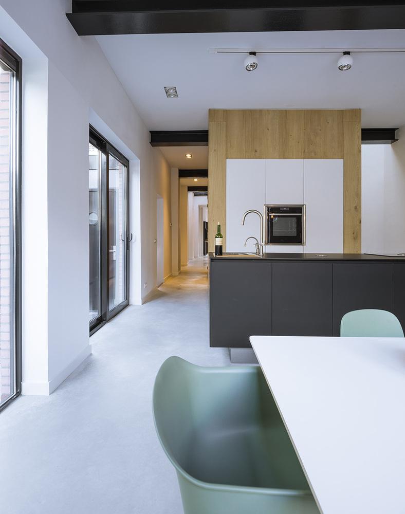 Van kantoorpand naar licht ruimtelijk loft » label1114