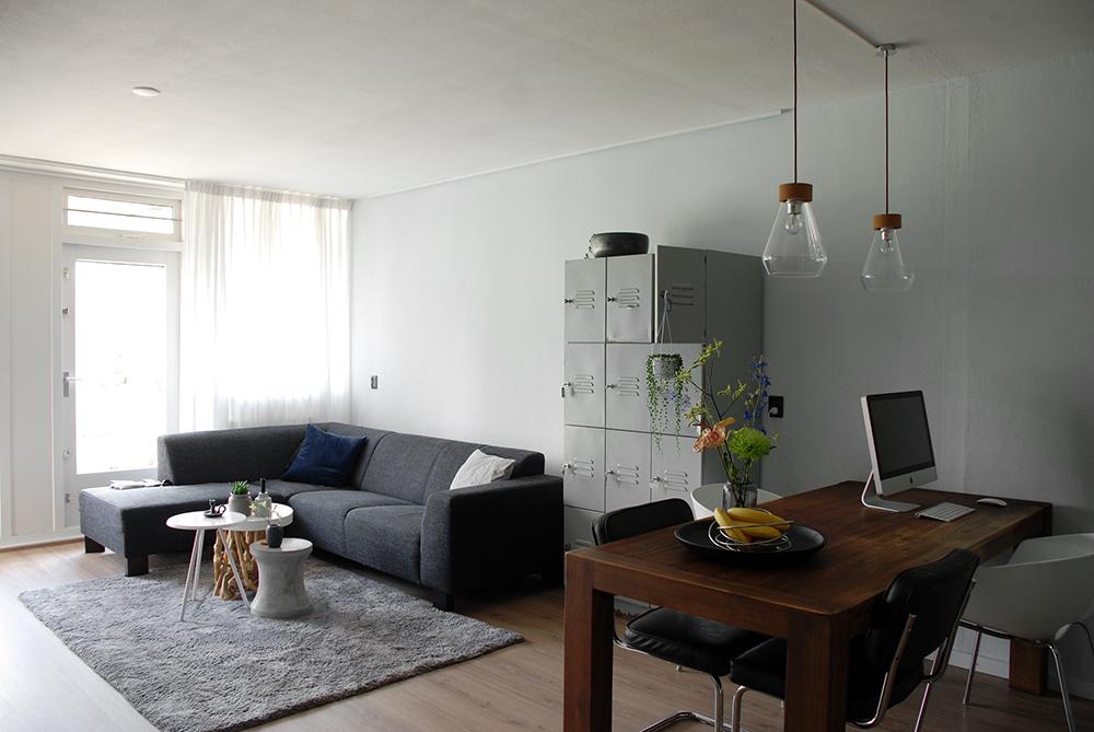 Betonvloer Schilderen Woonkamer : Een ruime woonkamer door verf eleven fourteen betonvloer verven