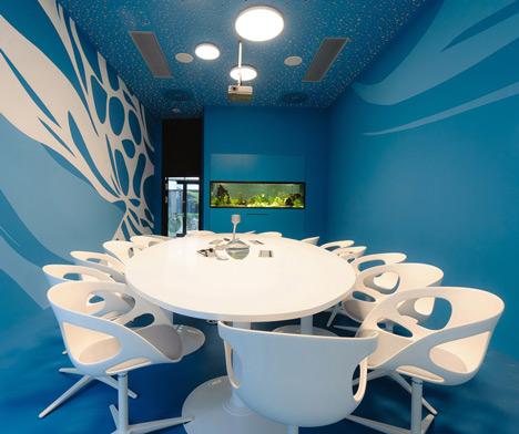 Microsoft-Headquarters-in-Vienna-by-Innocad_meetingRoom