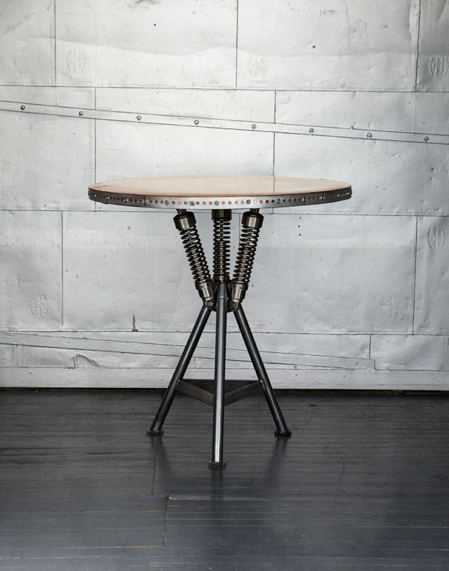 classified-moto-cafe-table